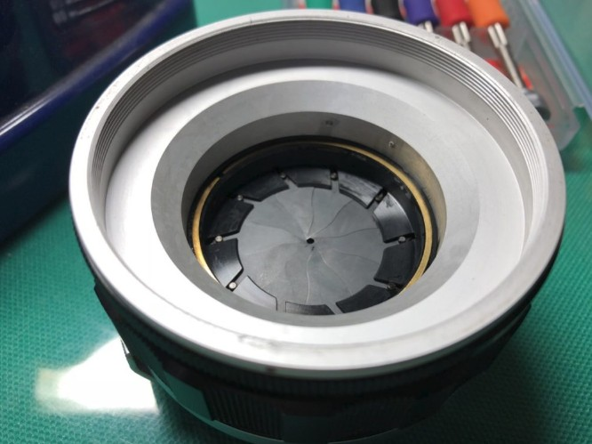 キヤノン CANON LENS 50mm F0.95 絞り羽根の油染みを除去した