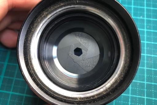 PENTAX Asahi Super-Takumar 55mm F1.8 絞り羽根にカビが付着していました