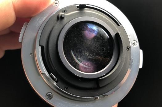 オリンパス OLYMPUS OM-SYSTEM F.ZUIKO AUTO-S 50mm F1.8 コーティング剥がれ