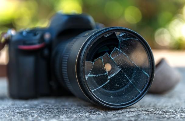 壊れたカメラ・レンズも買取ります!