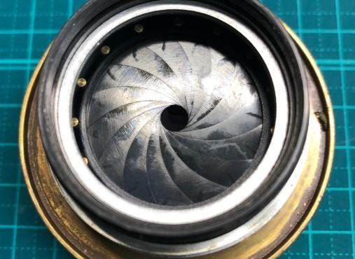 ロシア製 ジュピター JUPITER-9 MC 85mm F2 絞り羽根に油染みあり