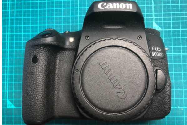 キヤノン Canon デジタル一眼レフカメラ EOS 8000D 水没品(通電不可)を買取りました